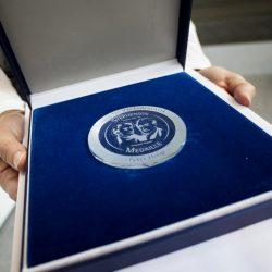 Stephenson Medaille für Peter Hoop zur Ehrung seines Lebenswerks und seiner Verdienste um die Bahnbranche