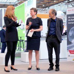 Moderatorin Manuela Stamm mit Carmen Schwabl (Geschäfstführerein LNVG) und Prof Dr Uwe Höft.JPG