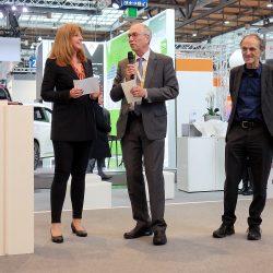 Moderatorin Manuela Stamm mit Hans-Peter Wyderka und rechts Prof Dr Uwe Höft